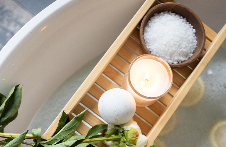 relaxing bath with bath salts